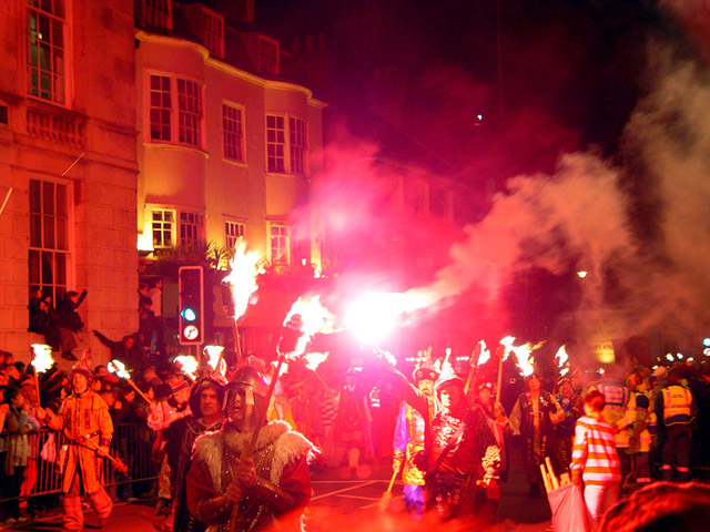 Lewes-bonfire-night-640