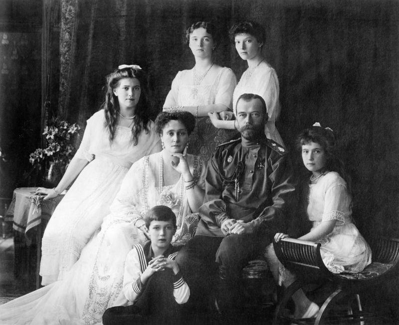 Family_Nicholas_II_of_Russia_ca._1914