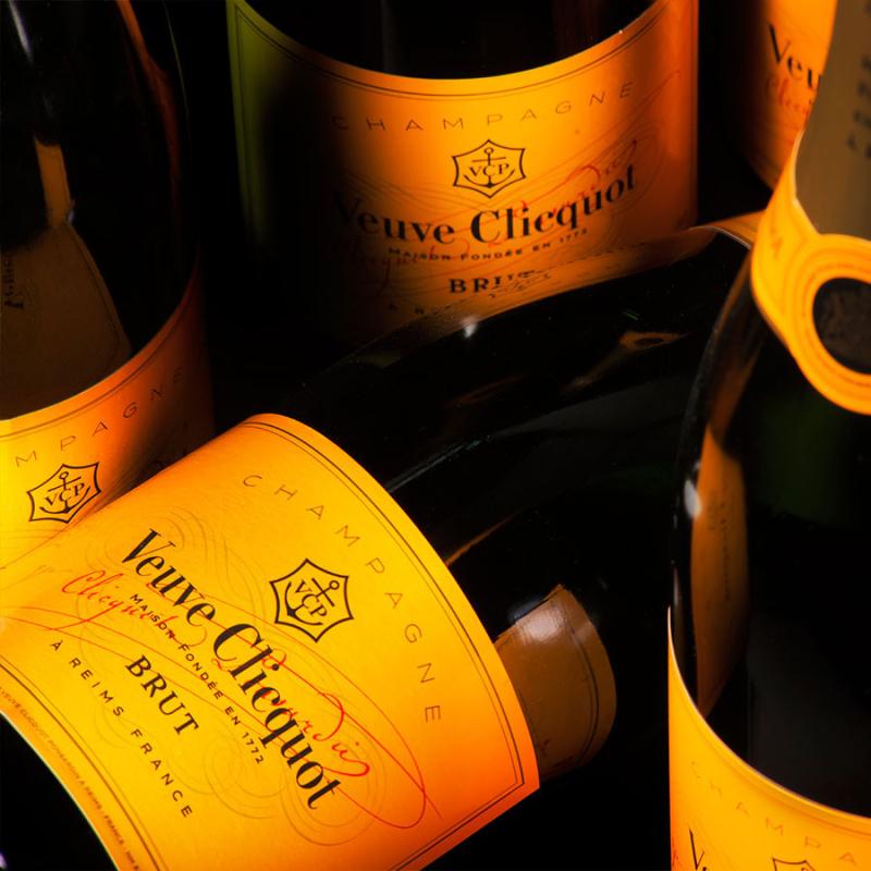Cado000952_02_charming-gold-veuve-clicquot-champagne